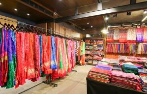 Last two days to get great Bandhani & Patolas! | RAJSHRUNGAR