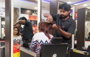 Get set to look gorgeous at VLCC SALON