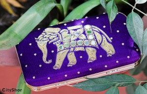 Exquisite juttis, chappals & clutches for weddings by BLINKK