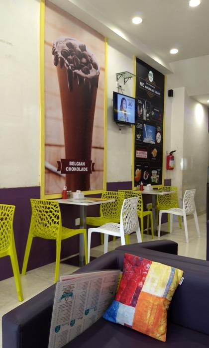 This Borivali Cafe serves Batata Vada Fondue & Samosa Pizza!