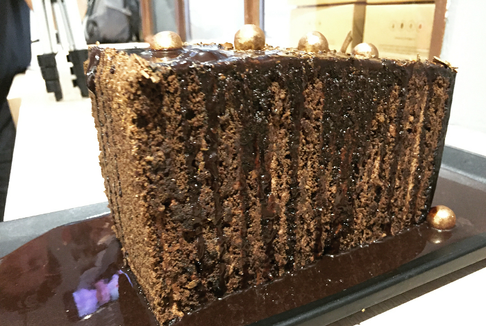 48 Layered Cake and Cake Tubs to Gorge at this Bakery!
