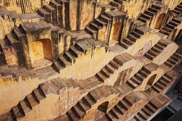 Visit the Fascinating HADI RANI KI BAORI & Solve Its PAHELI!