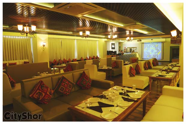 #NewInSurat: Delicious Non-Veg Fare at this Restro Lounge!