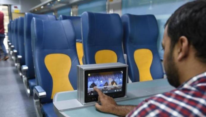 Travel Mumbai to Goa in just 9 Hours in this Luxury Train!