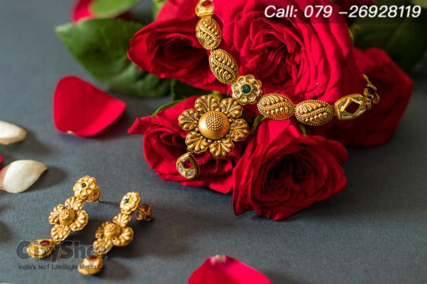 Buy Real Gold Jewellery on Akhatrij tomorrow from D B Zaveri
