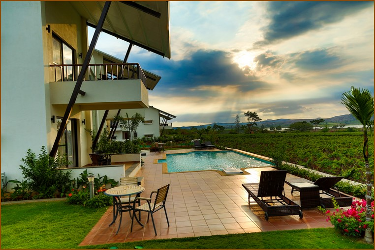 Book Yourself a Winery Tour for a Classy Monsoon Get-Away!