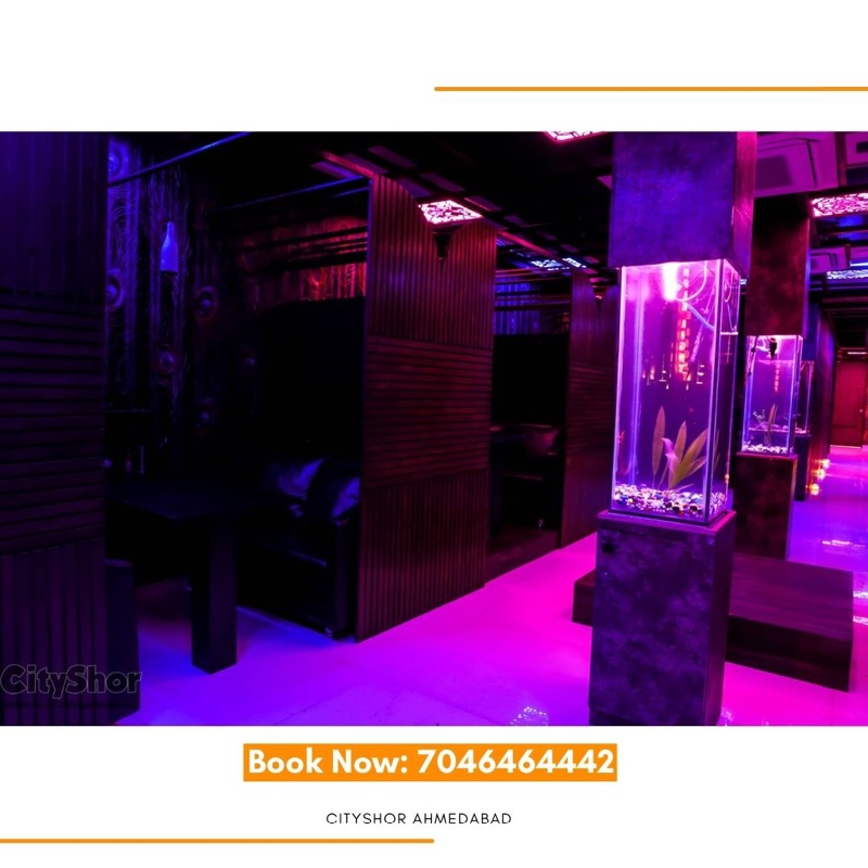 Spend some quality time with private booth and romantic mood