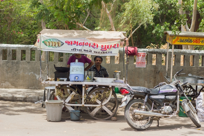 Jamnagari Ghughra - The love for gujju food!