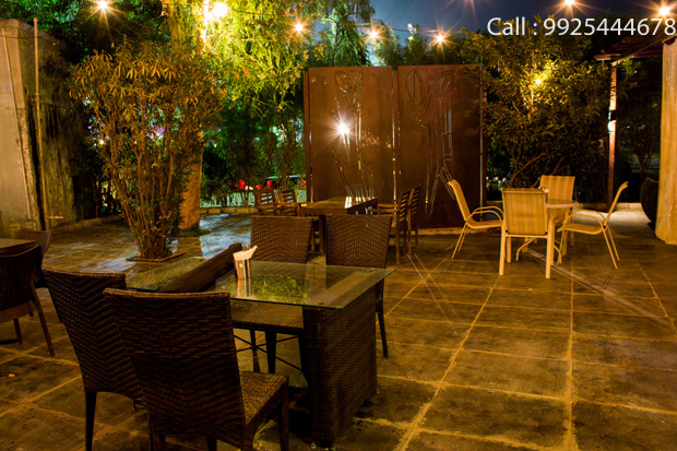 A wondrous experience awaits you at PHILOTES CAFE