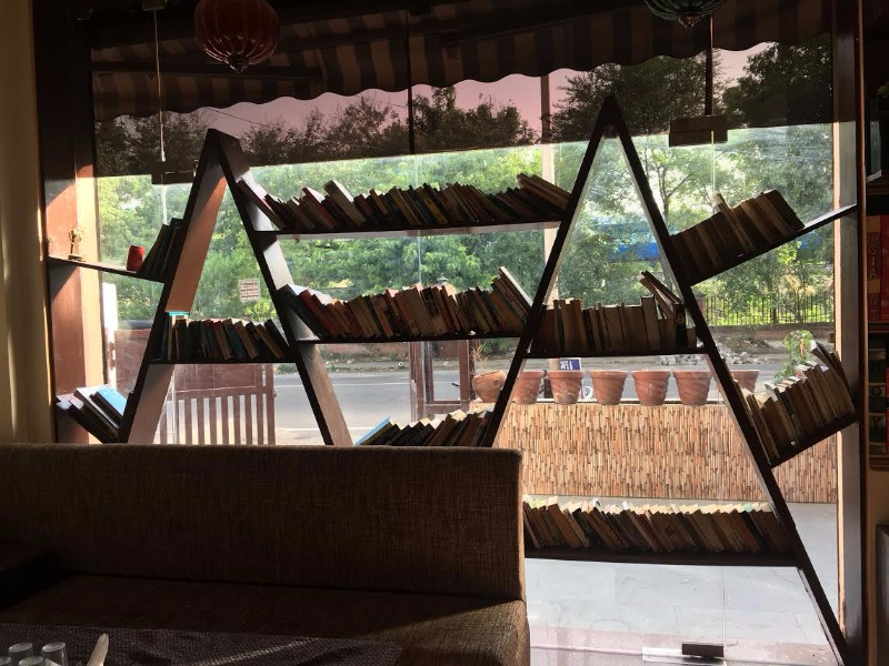 Jam Sessions, Bibliophile's Corner & Good Food at this Cafe!