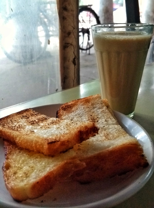 Transport to the 80's with Chai, Toasts at Naveen Tea House!