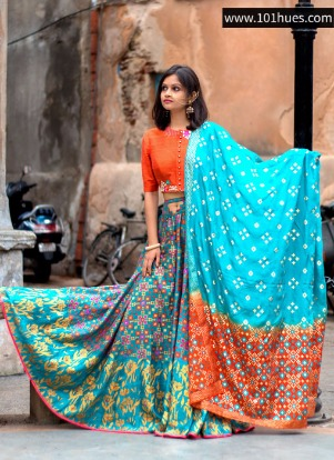 Rent a gorgeous outfit this Rakhi from www.101hues.com