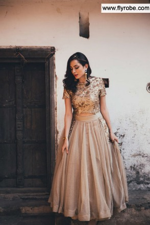 Rent a designer outfit on your wedding off FLYROBE
