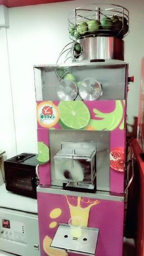 Mumbai gets its First Machine which Vends Pizza & More!