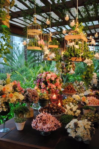 This Pinterest-like Store offers Flowers, Bird Cages & More!