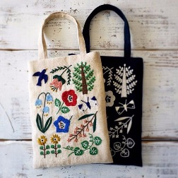 Handpaint and Flaunt Chic Bags at this Workshop!