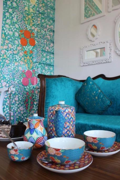 Tripping in Srinagar? Sip Kahwa at this Artsy Cafe!