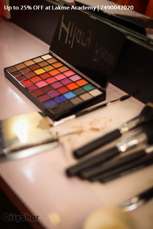 Up to 25% OFF on all courses at Lakme Academy CG Road