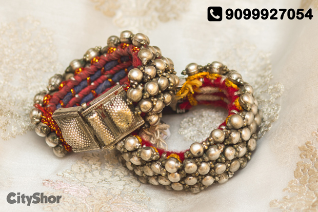 Gorgeous baubles laid out by AMRAPALI, Jaipur.