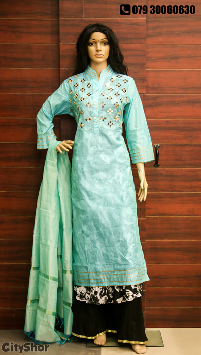 Irresistible Offers on glorious wear at VASTRA VIVIDH