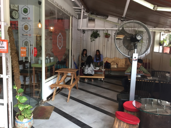 Want to get High on Chai? Rush to this Bandra Cafe!