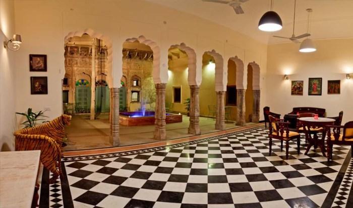 The Land of Larger than Life Havelis: Churi Ajitgarh!