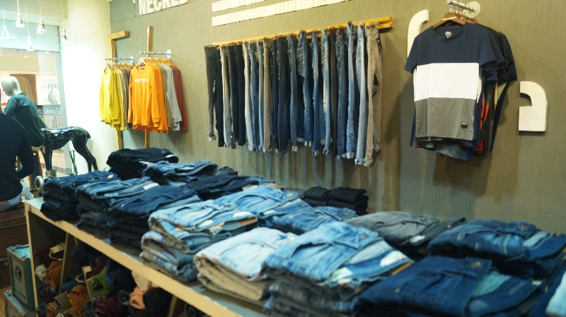 Become a franchise owner of Necked Jeans
