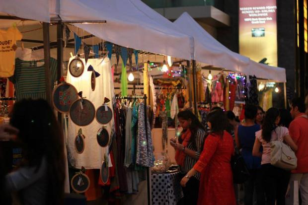AMDAVAD FLEA - The Biggest Flea Market in the city