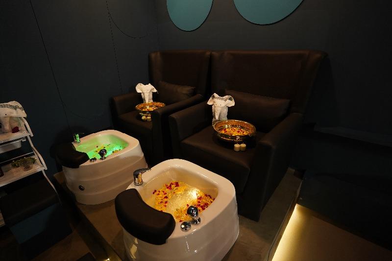 A new High-end Salon in Thaltej - Mystique Shades