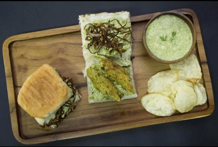 This Delivery Joint Offers Juiciest, Yummiest Pavs in Mumbai