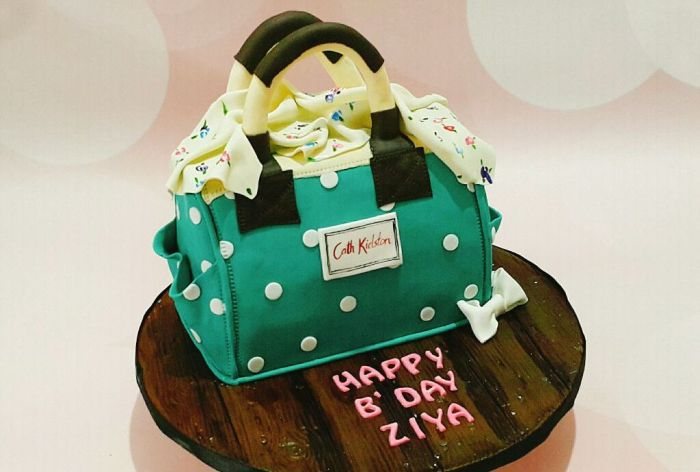 This Baker in the City Creates the Artistic, Delish Cakes!
