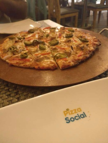 #New in Surat: Over 25+ Flavours of Pizzas At This Place!