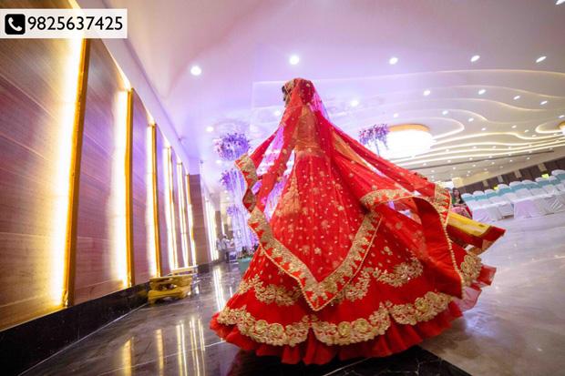 Cherish your CinderellaMoments with in-vogue WeddingAttires!