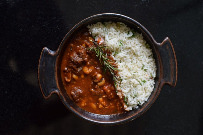 This Fort Eatery Serves Fingerlicking, Thrifty One-Pot Meals