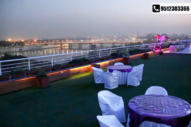The biggest Roof Top Party of the City @ HOTEL SILVER CLOUD!