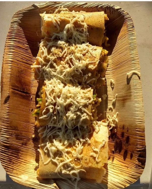 This Eatery Near HL Serves Cheesiest Maggie Rolls in City!