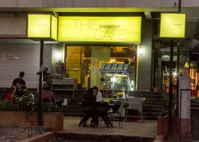The Breakfast Cafe: Awesome Shawarma + Romantic Evenings!