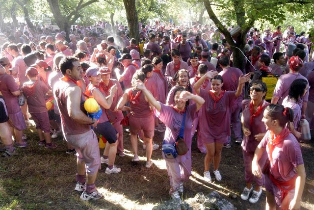 12 Days of Holiday with Wine Fight in Spain & Music Fest in Paris by No Thepla Holidays!