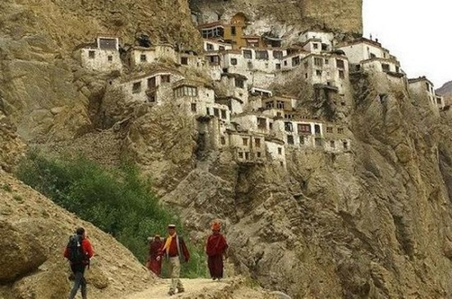 Phugtal Monastery - God's weekend getaway