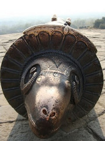 Mendha cannon at Daulatabad Fort